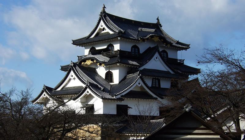 工場からすぐ近くにある国宝・彦根城