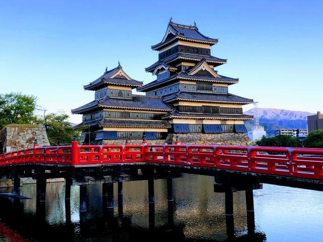 国宝松本城は工場から車で約20分